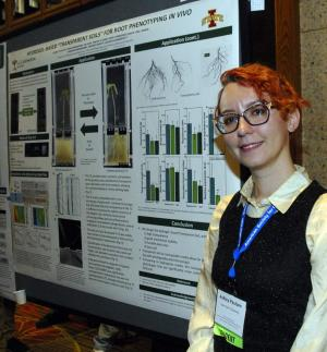 P3 student, Ashley Paulsen, presenting her winning poster at American Society for Gravitational and Space Research
